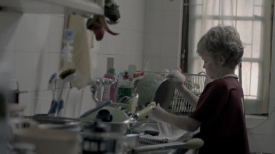 Dialdirect Joe Public TVC: Noah doing the dishes