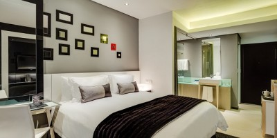 Protea Hotel Fire & Ice! Menlyn Park: bedroom. Pic by Hamish Niven.
