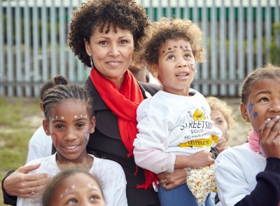 StreetSmartSA Chairperson Melanie Burke, with children from the TLC Outreach Project in Table View - Photographer Ravi Gajja