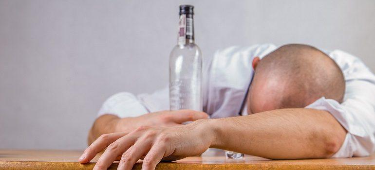 alcohol hangover event death drunk courtesy of Pixabay.com slider