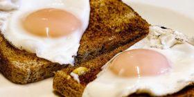 fried-eggs-breakfast-toast-food courtesy of Pixabay