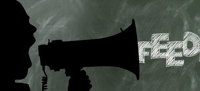 office-feedback-exchange-of-ideas courtesy of Pixabay