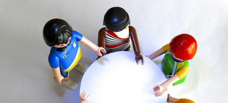 playmobil-figures-session-talk courtesy of Pixabay