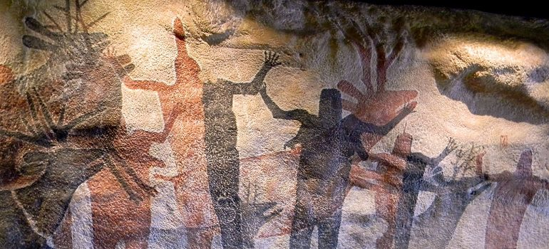 Cave painting by Rodro courtesy of Pixabay.com