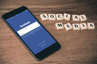 Facebook social media by Wilfred Iven courtesy of StockSnap.io