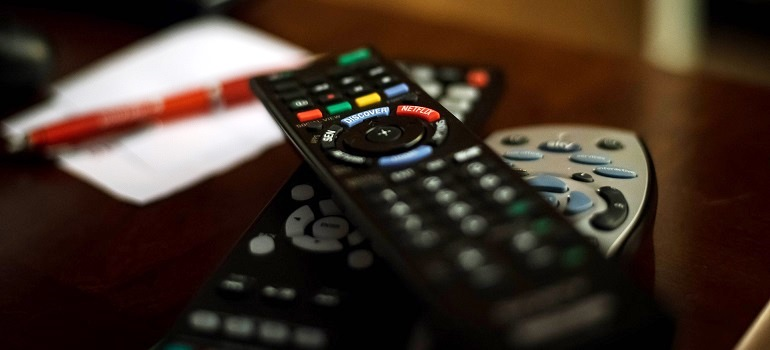 Remote control courtesy of Pixabay auto-corrected