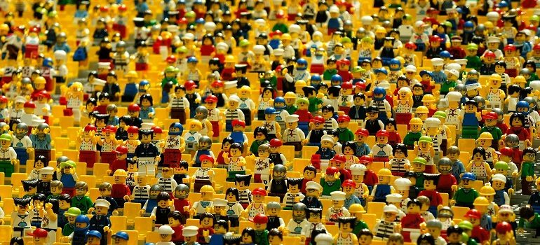 lego-figurines-toys-crowd-many by Eak K courtesy of Pixabay